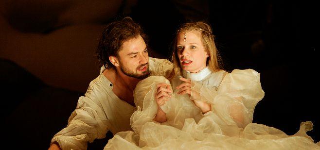 Manolo Bertling und Sarah Franke in Nackter Wahnsinn - Was ihr wollt. Foto: Rolf Arnold / CT