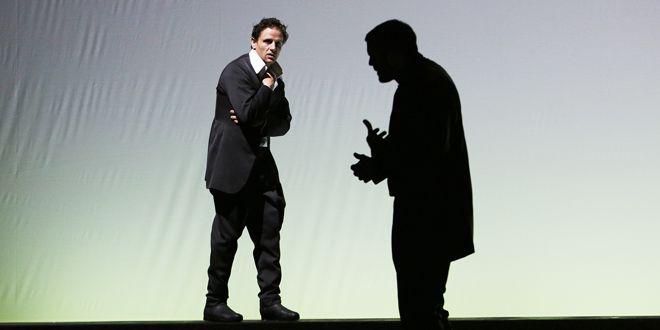 Mathis Reinhardt in Othello. Foto: Rolf Arnold