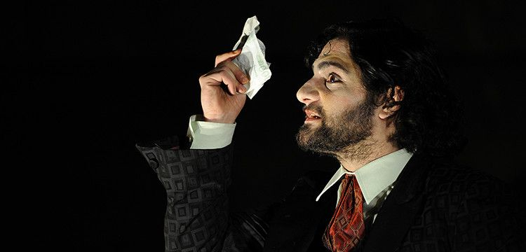 Edgar Eckert als Alexej Iwanowitsch. Foto: Sebastian Hoppe