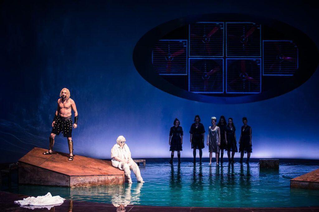 © www.lupispuma.com / Volkstheater
