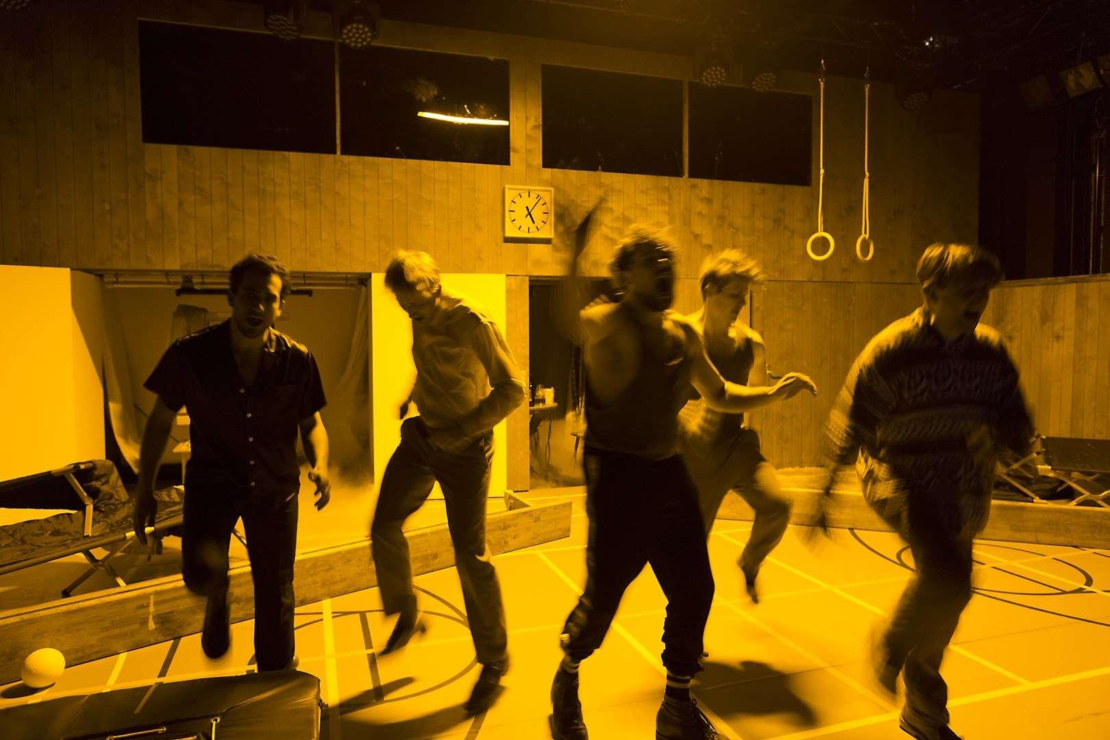 eigentlich müssten wir tanzen © Rolf Arnold