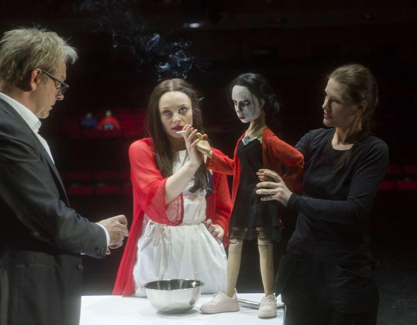 """Andreas Keller und Alina Heipe in """"Sechs Personen suchen einen Autor"""" © Rolf Arnold"""
