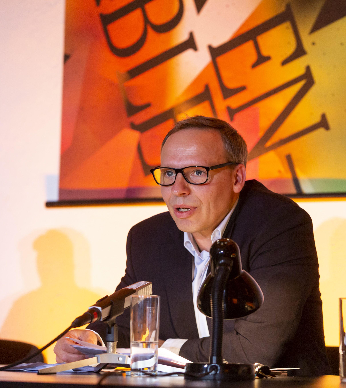 Enrico Lübbe präsentiert die Spielzeit 2019/20 © Rolf Arnold