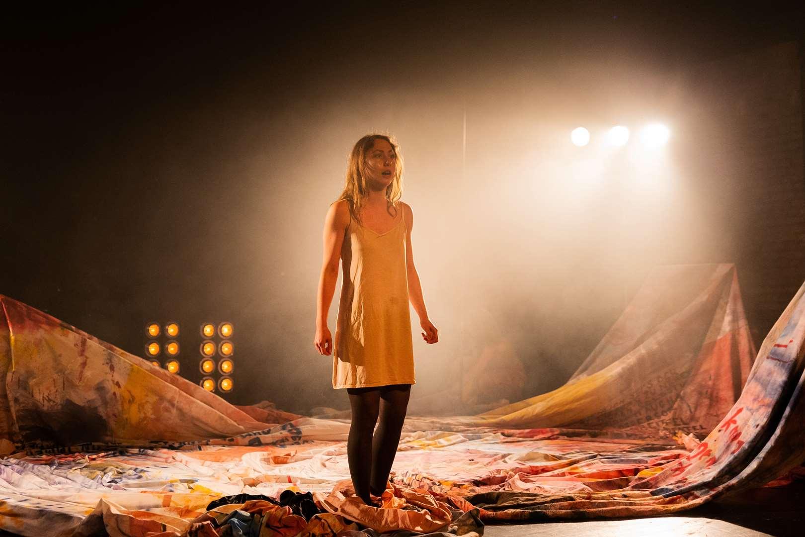 marie rathscheck als 'die unverheiratete' © Jana Nowak/Schauspiel Leipzig